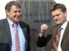 Erster Stadtrat Jens Klingler (SPD) gestikuliert für Parteilkollege Norbert Schmidt.